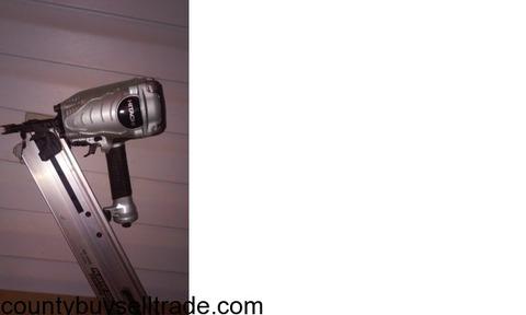 Hitachi NR 90AE(S) 3- 1/2 Strip Nailer